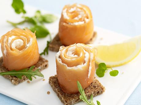 Cornets-de-saumon-fume-fromage-frais-mangue-et-kiwi